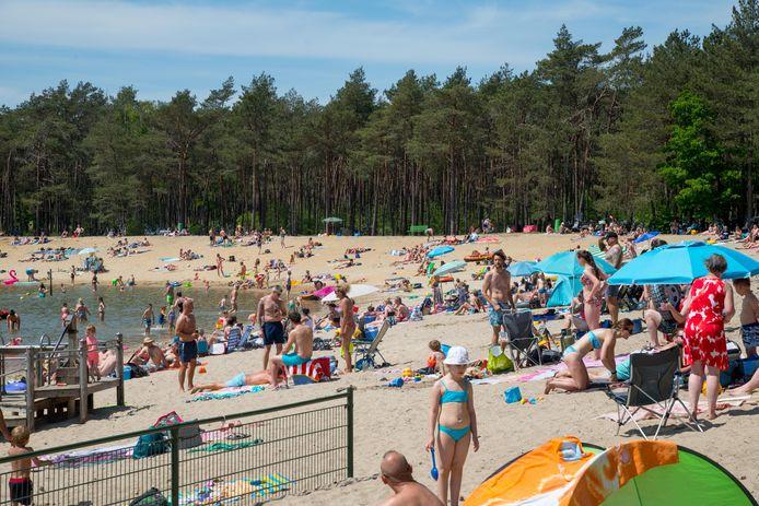 Op veel plekken in Gelderland was het gisteren erg druk, zoals bij de Zandenplas in Nunspeet.