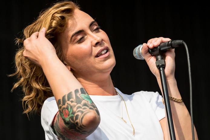 Anouk tijdens haar optreden op Breda Live.