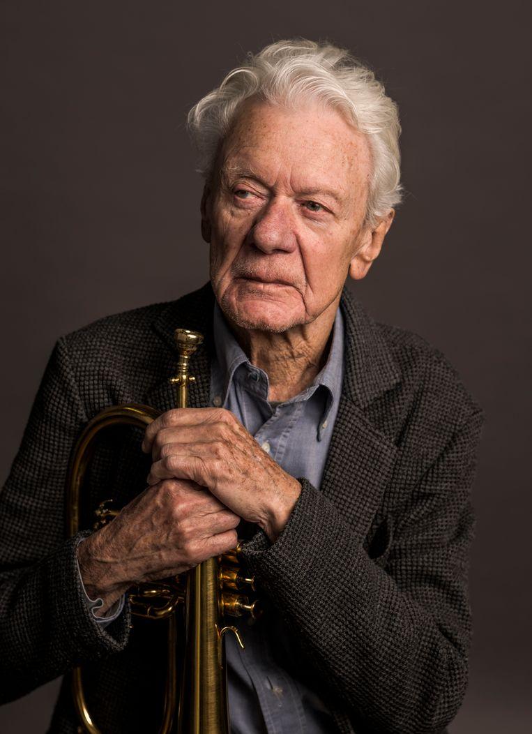 Jazzicoon Ack van Rooyen wordt op 1 januari 90 jaar. Dat viert hij vrijdag 3 januari 'with friends' in het Bimhuis. De internationaal geroemde koperblazer en Nederlandse jazzlegende, die in 2017 de Blijvend Applaus Prijs ontving, is al meer dan 70 jaar actief in de internationale jazzscene. Beeld Koos Breukel