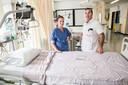 Michael Frank en ic-verpleegkundige in opleiding Naomi tijdens de eerste coronagolf op de intensive care.