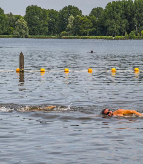 Blauwalg in zwemplas Delftse Hout wordt maandag aangepakt met waterstofperoxide