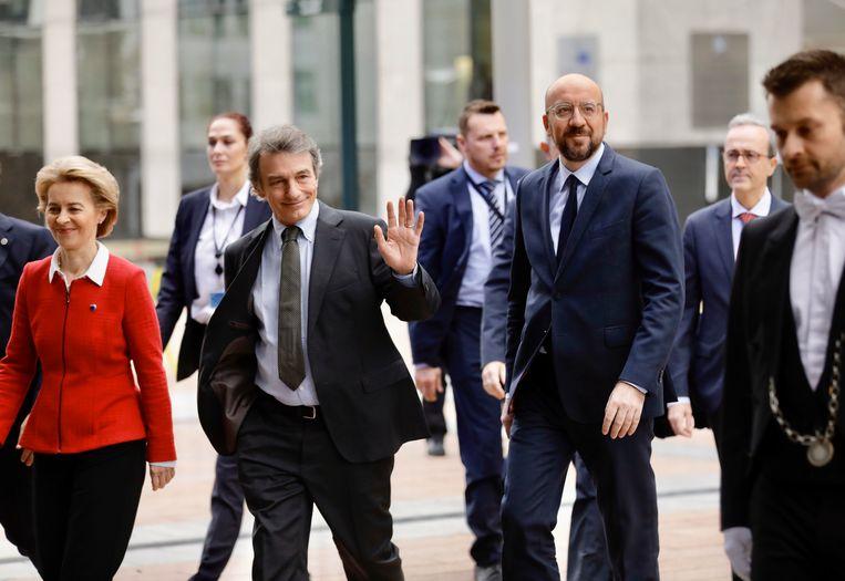 Commissievoorzitter Ursula von der Leyen van de Europese Commissie, voorzitter David Sassoli van het Europees Parlement en EU-president Charles Michel.  Beeld AP