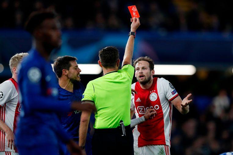 Meer dertien minuten later moet Ajax met tien verder. Daley Blind krijgt zijn tweede gele kaart.