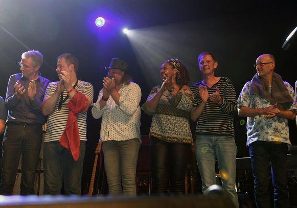 Willem Wynants (tweede van r.) tijdens het optreden met Big Bill in het Depot.