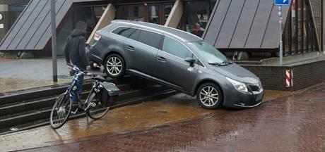 'Taxichauffeur die van trap reed wist de weg niet'