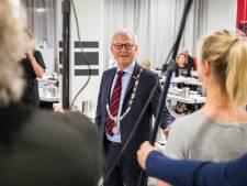 Burgemeester Lokker: 'We missen allemaal het contact met een ander, die knuffel of een arm om je schouder'
