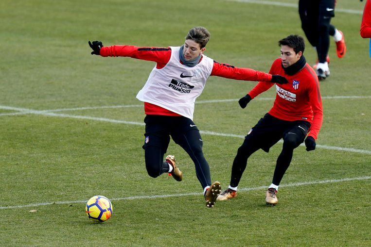 Luciano Vietto (links) op training bij Atletico.