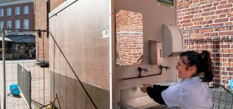 Waar plassen als de horeca dicht is? In het gemeentekantoor van Oisterwijk bijvoorbeeld