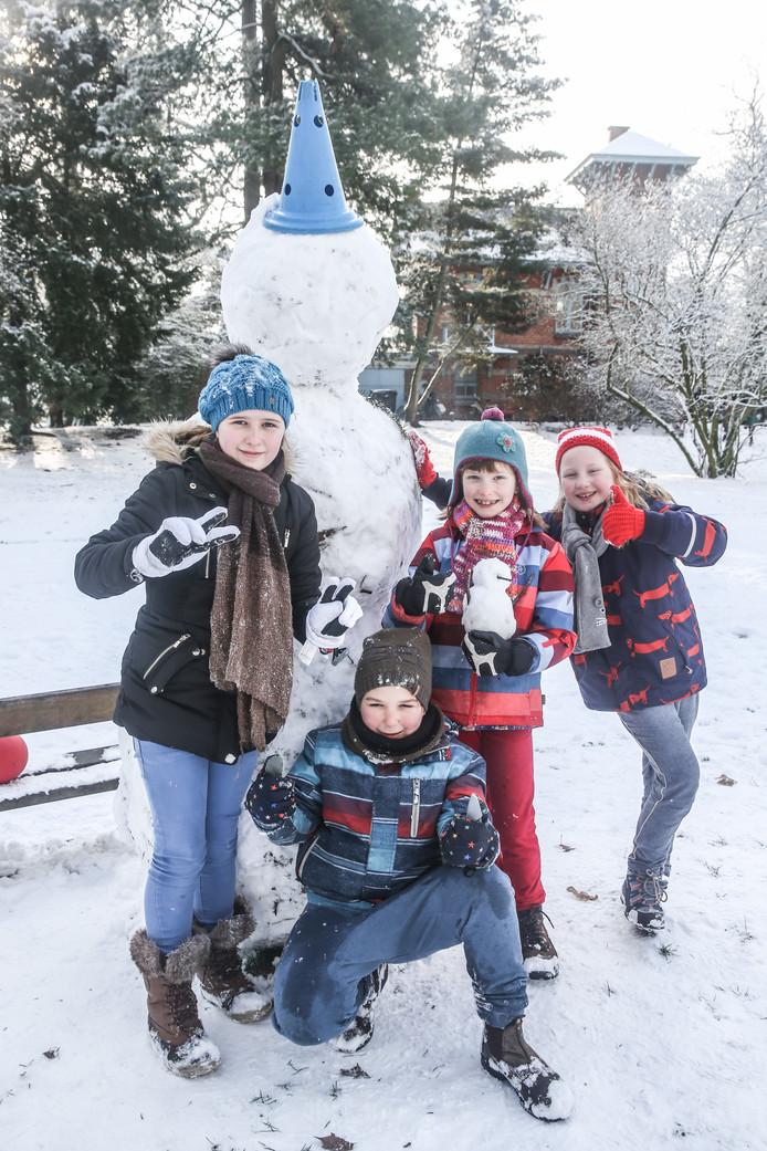 Een grote sneeuwman mag niet ontbreken