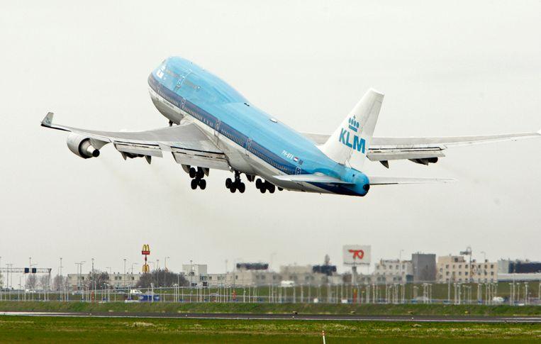 KLM heeft zestien vluchten geannuleerd.