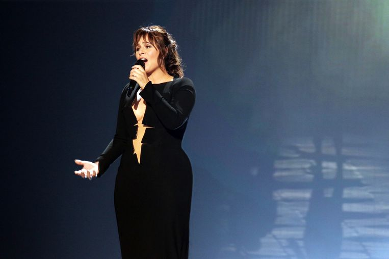 Zangeres Trijntje Oosterhuis tijdens de repetitie voor het Eurovisiesongfestival in de Oostenrijkse stad Wenen Beeld anp