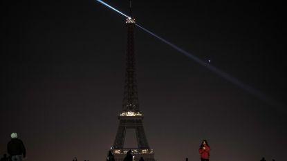 Eiffeltoren vannacht niet verlicht uit medeleven slachtoffers Pittsburgh