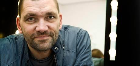 Theo Maassen koopt filmrechten Helmonds boek Spoetnik: 'Het wordt weer heel ongemakkelijk'