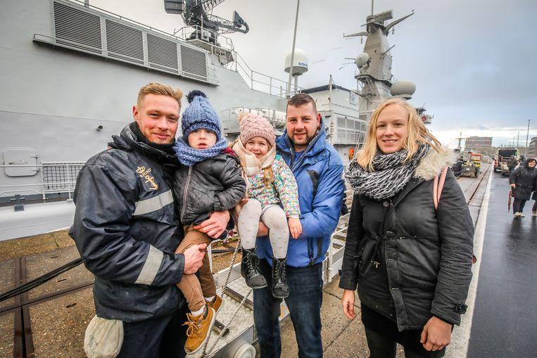 Zeebrugge aankomst fregat F931 Louise-Marie: Marine Plancke rechts met Aaron en Peter bij aankomst broer links
