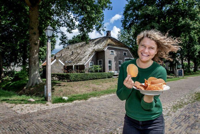 Laura de Grave houdt van Drentse kniepertjes. ,,In december worden ze plat gegeten, in het nieuwe jaar als rolletjes.''