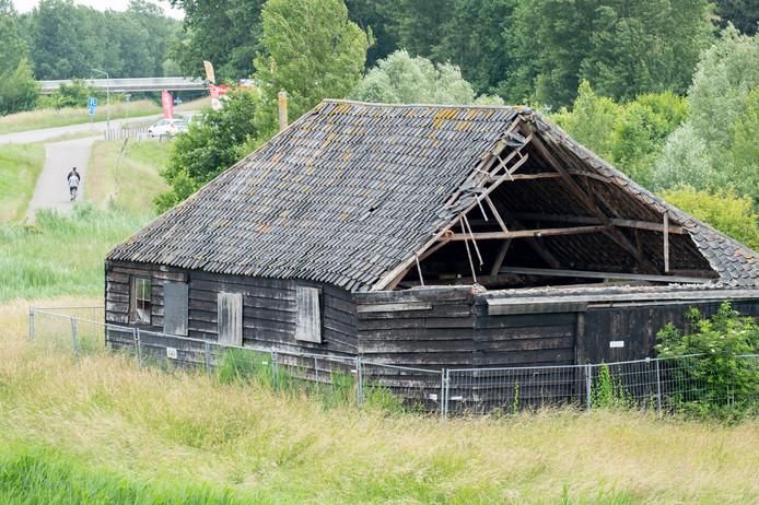 De Napoleonschuur bij Scharendijke rest nu niets anders meer dan sloop, vindt een ruime meerderheid van de gemeente Schouwen-Duiveland.