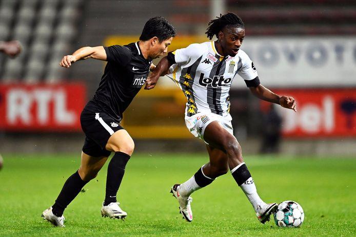 Joris Kayembe vorige week met Charleroi tegen Partizan Belgrado in de kwalificaties voor de Europa League.