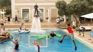 Deze geweldige reclame voor basketbal doet je vooral zin krijgen om te zwemmen