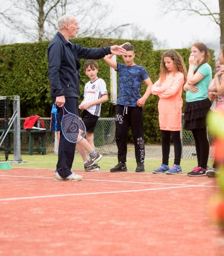 Tennis leren van pensionado's in Maarheeze