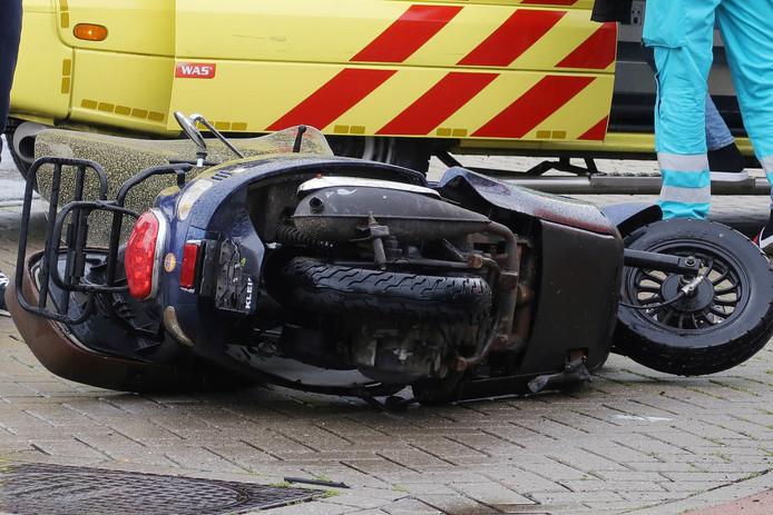 Ongeval scooter en auto in Breda.