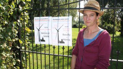 """Burgerplatform Respect verspreidt affiches tegen komst van windmolens: """"Ze vormen letterlijk een bedreiging voor onze gezondheid"""""""