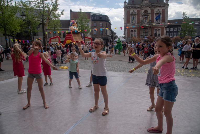 Buitenspeeldag Wetteren lokte weer zo'n 800 kinderen naar de Markt en Rode Heuvel.