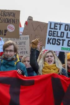 Docenten en studenten Radboud Universiteit demonstreren in Den Haag voor WOinactie