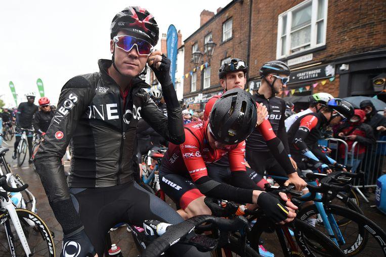 Chris Froome (L), ook bij Ineos een van de boegbeelden, donderdag bij de Tour van Yorkshire in Doncaster.  Beeld AFP