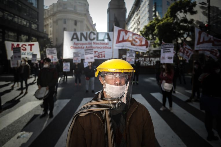 Ondanks de lockdown protesteren demonstranten in hoofdstad Buenos Aires tegen de economische crisis en een eventueel akkoord met de schuldeisers.  (07/05/2020).