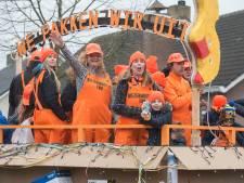 Veel trotse boeren in de optocht van De Kleuven in Biezenmortel