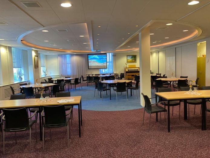 De voormalige raadszaal is omgetoverd in een grote zaal voor bijeenkomsten
