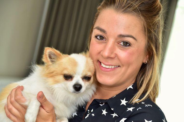 Melanie Buyssens (32) uit Wevelgem is maar wat blij dat ze na bijna zes maanden haar gestolen chihuahua Jules weer terug heeft. Hij wordt nu extra in de watten gelegd.