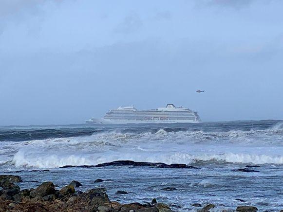 Alle passagiers worden van de Viking Sky geëvacueerd.