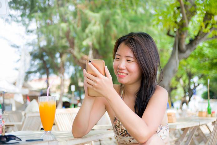 Bijna de helft van alle Indonesiërs zit dagelijks uren op social media