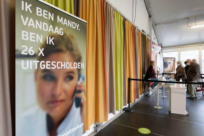 Het Jeroen Bosch Ziekenhuis heeft banners neergezet om aandacht te vragen voor toenemende agressie en intimidatie.