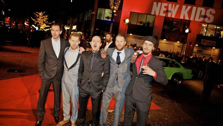 De cast van de film op de rode loper bij de premiere. © ANP Beeld