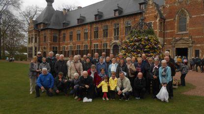 Pasar en Femma bewonderen voorjaarsbloemen
