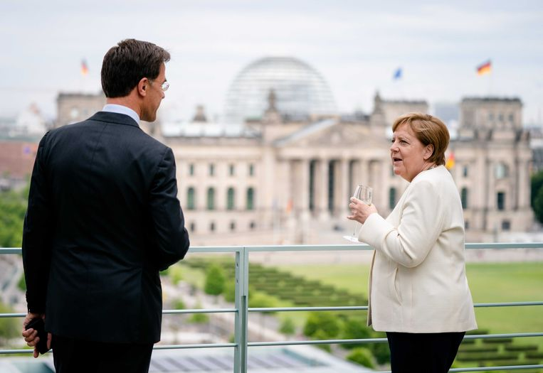 Minister-president Mark Rutte bezocht vorige week bondskanselier Angela Merkel in in aanloop naar de extra Europese Raad.  Beeld ANP