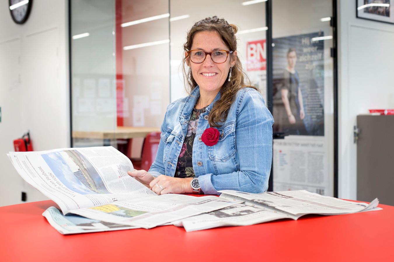 Opinieredacteur Susanne den Boer op de redactie van BN DeStem.