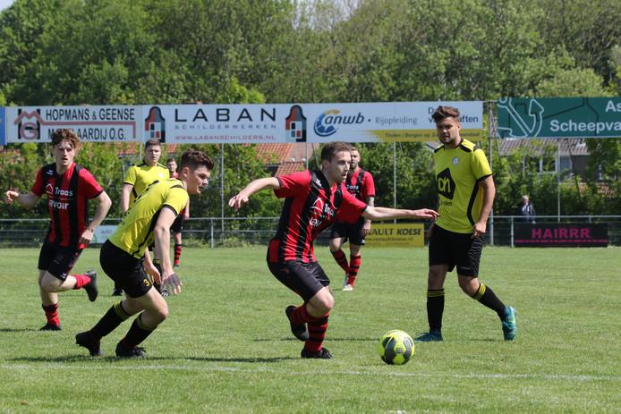 Tholense Boys (geel-zwart) en Arnemuiden speelden eerder deze maand tegen elkaar in de competitie. Nu spelen ze allebei in de nacompetitie.