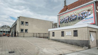 """Sluiting gemeenteschool overheerst gemeenteraad: """"Zie het als een grasveld dat aan het groeien is. Waarom nu plots stoppen met water geven?"""""""