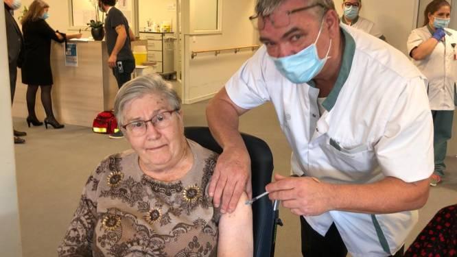 """Bewoners woonzorgcentrum Den Boomgaard gevaccineerd: """"In de oorlog wel veel erger meegemaakt dan zo'n prikje"""""""