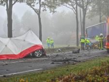Weg tussen Effen en Rijsbergen dicht door ernstig ongeluk met meerdere voertuigen