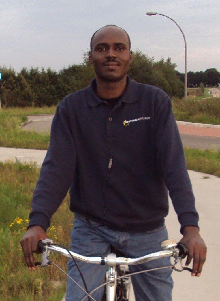 Leert fietsen in azc Emmen Beeld Sahl Adam