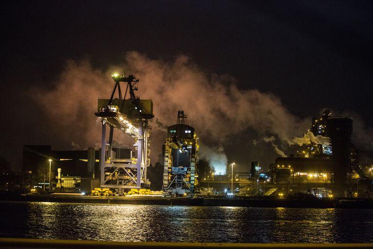 Het bedrijf Arcelor Mittal in de Kanaalzone van Gent.