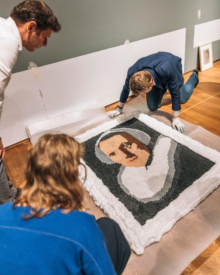 Het werk van Naomi Donkers, naar een vrouwenportret van Rembrandt.  Beeld Rebecca Fertinel
