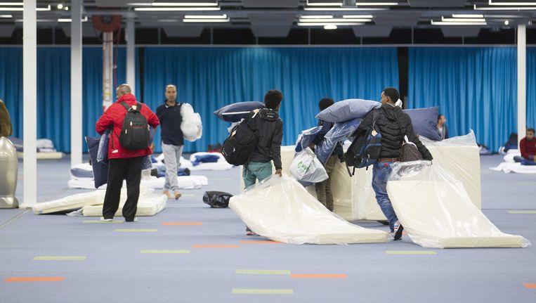 Vluchtelingen komen aan in het Beatrixgebouw in de Jaarbeurs. Beeld anp