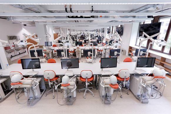 De opleiding tandheelkunde zit in de lift en heeft nood aan meer opleidingsruimte.