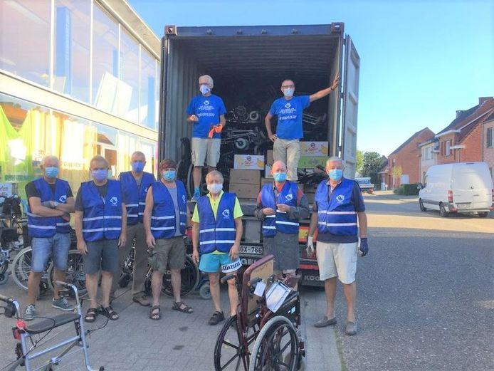 De Hoptimisten verzamelden vele rolstoelen en rollators die per container naar Sierra Leone gingen