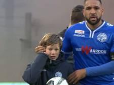 VIDEO: Supporter FC Den Bosch steekt ballenjongen en steward van zijn club een hart onder de riem